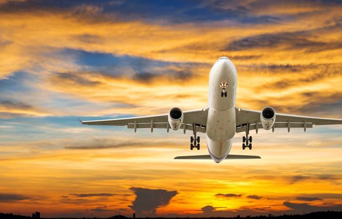 هل تشكل هواتف الجيل الخامس خطرا على الملاحة الجوية؟ تقرير يحذر