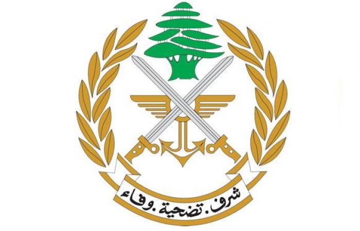 الجيش يوزع تعويضات على المواطنين المتضررين جراء الإنفجار