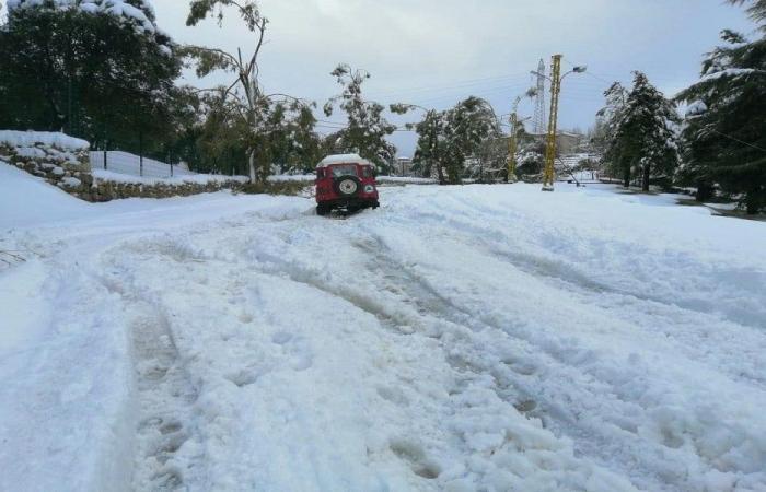 إنقاذ مواطنين احتجزتهم الثلوج داخل سياراتهم في كسروان
