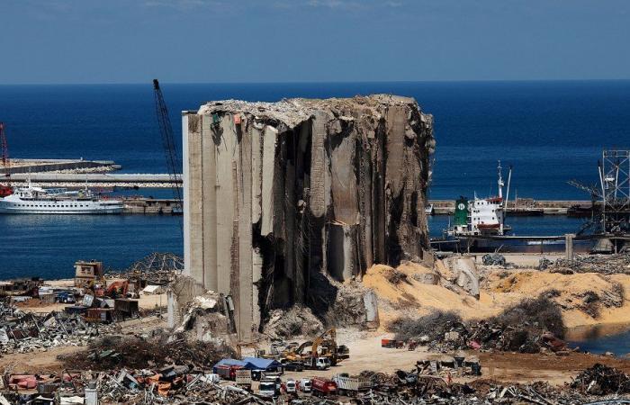 هل تفجّر إطاحة القاضي صوان التحقيقات بانفجار مرفأ بيروت؟