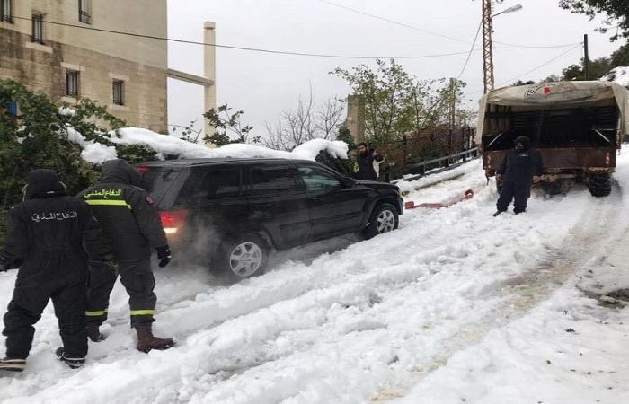 إنقاذ مواطنين احتجزتهم الثلوج داخل سياراتهم في كفربعال – جبيل
