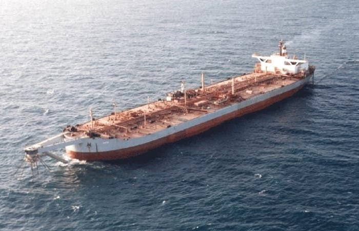 """الحوثي يماطل الأمم المتحدة لإنقاذ السفينة """"اللغم"""" صافر"""