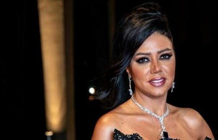 بسبب الحوار المحرج.. رانيا يوسف تطالب بتعويض 10 مليون جنيه