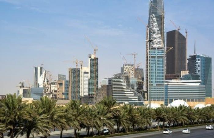 العمل السعودية للعربية: إلغاء الكفالة يرفع أجور ذوي المهارات العالية