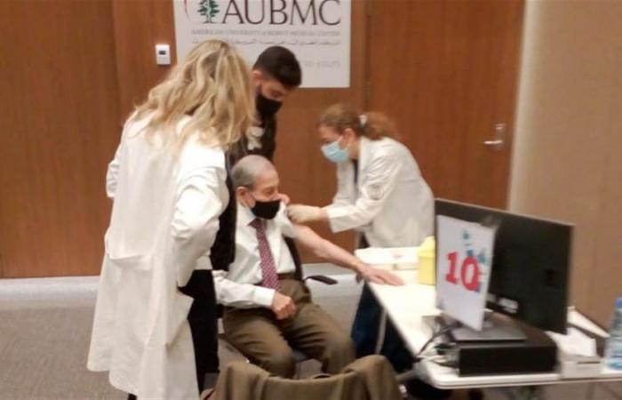 بالصور: الخليل يتلقّى الجرعة الثانية من اللقاح