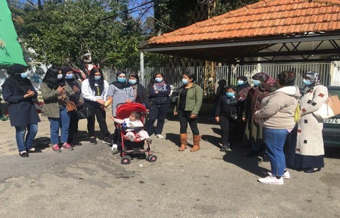 أمهات محتجات يتظاهرن أمام سرايا النبطية ضد الغلاء