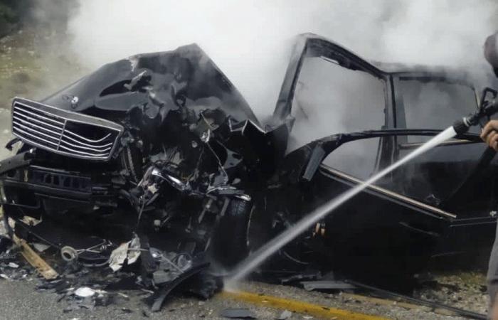 بالفيديو… طائرة تصطدم بسيارة على الطريق السريع!