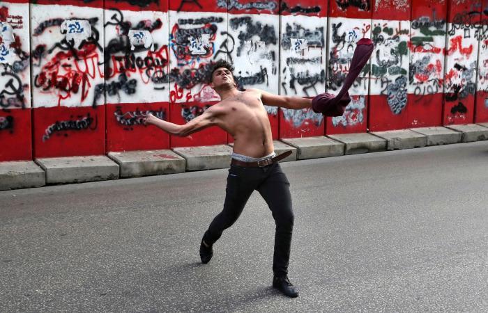 """وسط أسوأ أزمة اقتصادية.. لبنانيون يصرخون """"نحن جوعى"""""""