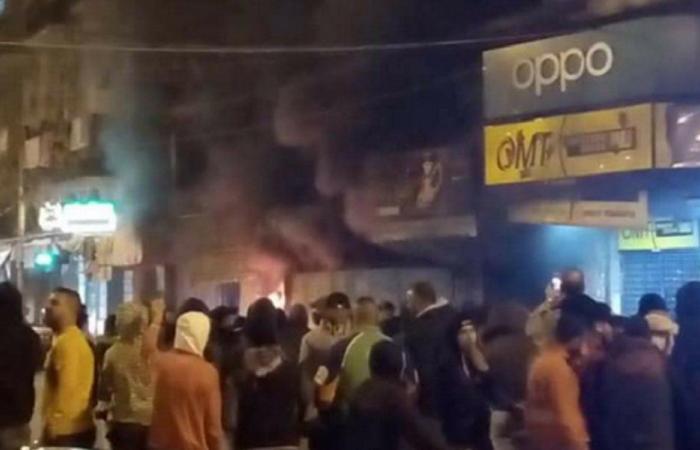 بالفيديو… محتجون أمام منازل بعض نواب طرابلس