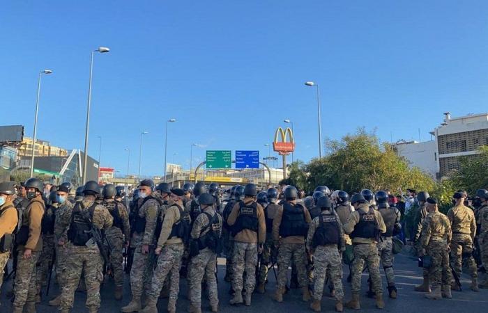 بالفيديو: تظاهرة في محيط القصر الجمهوري وسط تعزيزات أمنية
