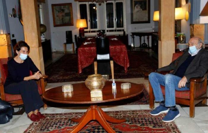 التطورات السياسية بين جنبلاط والسفيرة الفرنسية