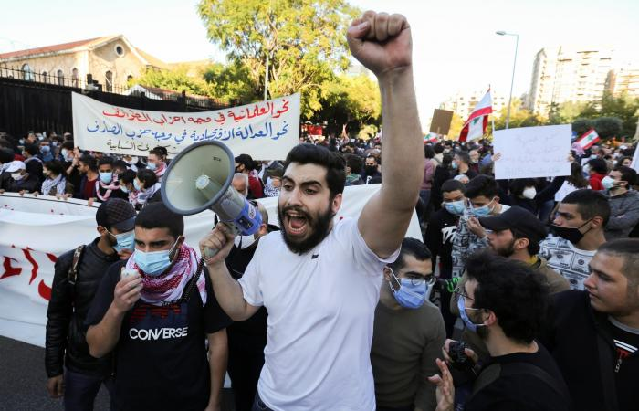 لبنان يتهاوى.. والحريري يبشر بتغيير وفرصة لالتقاط النفس