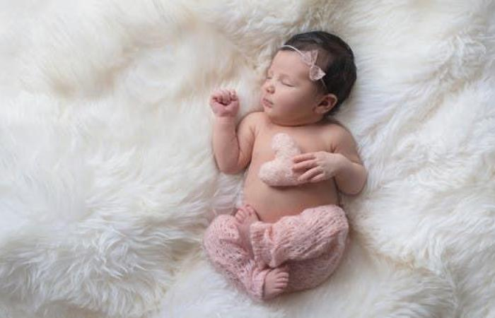 بعد تطعيم الأم.. أول رضيعة تحمل أجساماً مضادة لكورونا