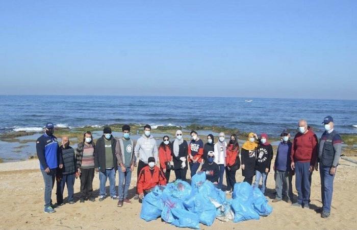 حملة لتنظيف شاطئ الصرفند من التسرّب النفطي