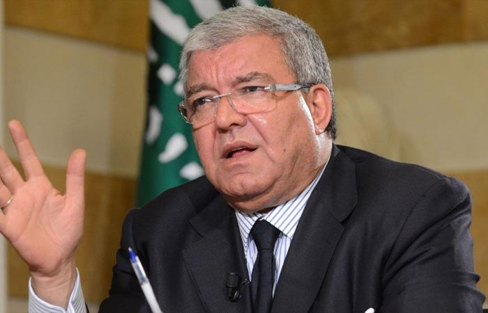 """المشنوق: لبنان محتلّ سياسيًا.. و""""الحزب"""" يعرقل تشكيل الحكومة"""