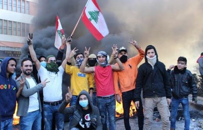 """""""أرزة تشرين"""".. يوثّق تظاهرات لبنان"""