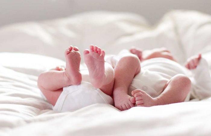 امرأة تلد توأما يفصل بينهما 3 أسابيع!
