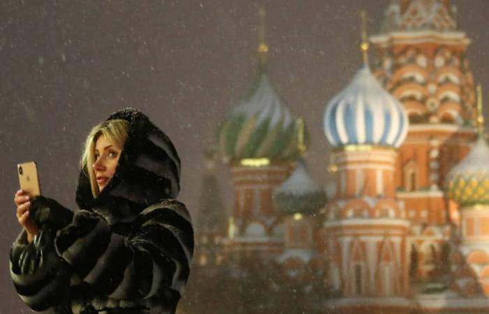 روسيا تستعرض الإنترنت السيادي عبر كبح تويتر