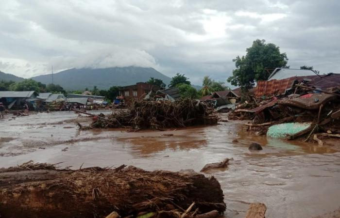 مقتل أكثر من 70 شخصا جراء الفيضانات بإندونيسيا وتيمور الشرقية