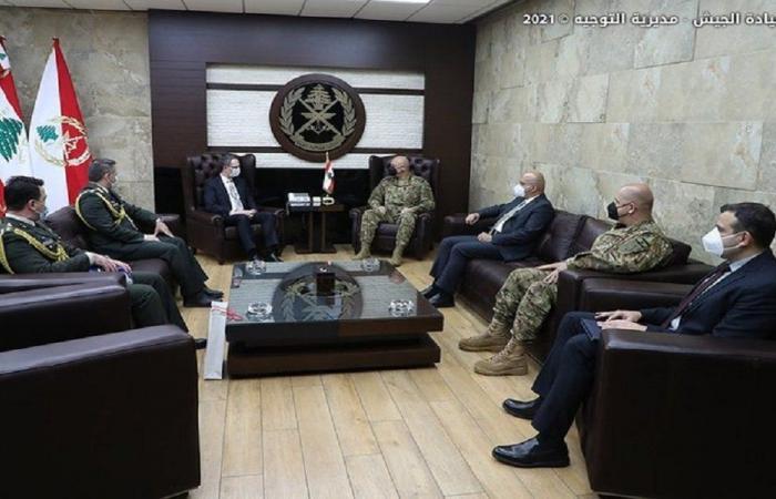 قائد الجيش بحث مع السفير التركي في التعاون بين جيشي البلدين