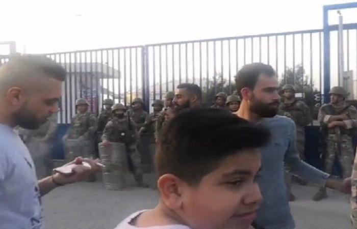 إعتصام أمام معمل دير عمار احتجاجا على التقنين