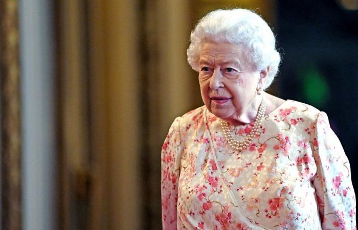 هل تتنازل الملكة إليزابيث الثانية عن عرش بريطانيا؟