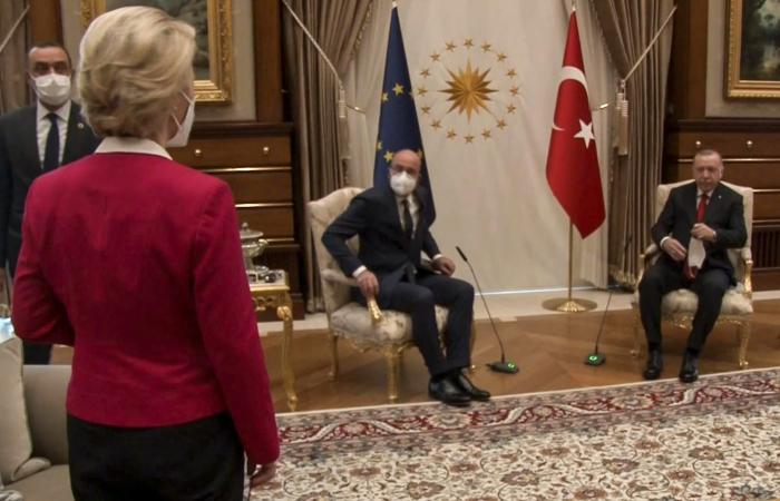"""فرنسا عن فضيحة """"الكرسي"""": تركيا تعمدت الإساءة.. إنه فخ"""