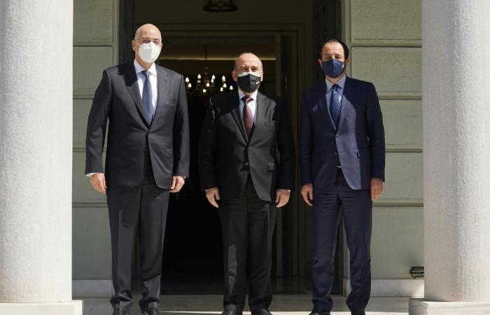 وهبه التقى نظيريه اليوناني والقبرصي: لتعزيز العلاقات