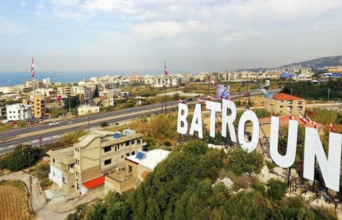 حملة لتنظيف شاطىء البترون من الرواسب النفطية