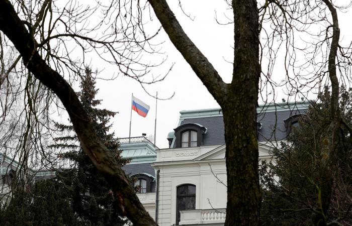 معاملةً بالمثل.. روسيا تطرد 20 دبلوماسياً تشيكياً