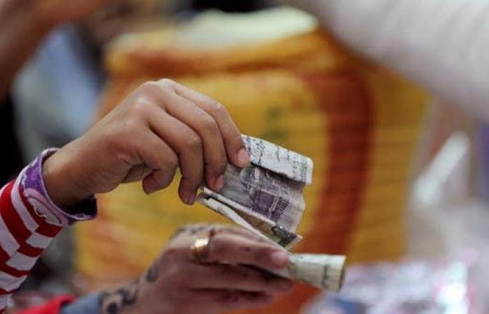 ضريبة جديدة قد تشعل الخلاف بين الحكومة وأصحاب المحال التجارية في مصر