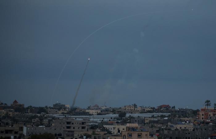 إطلاق 3 صواريخ من غزة.. والقبة الحديدة تعترض أحدها