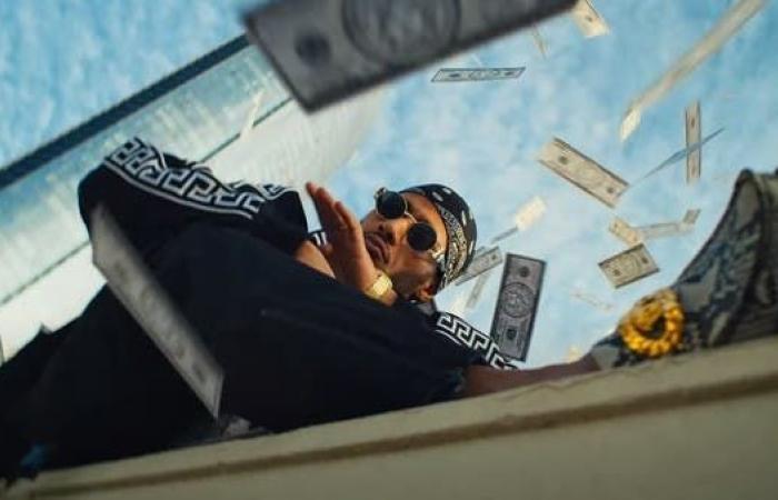 """محمد رمضان يطلق أغنية """"فيرساتشي بيبي"""".. ويتبرع بأرباحها"""