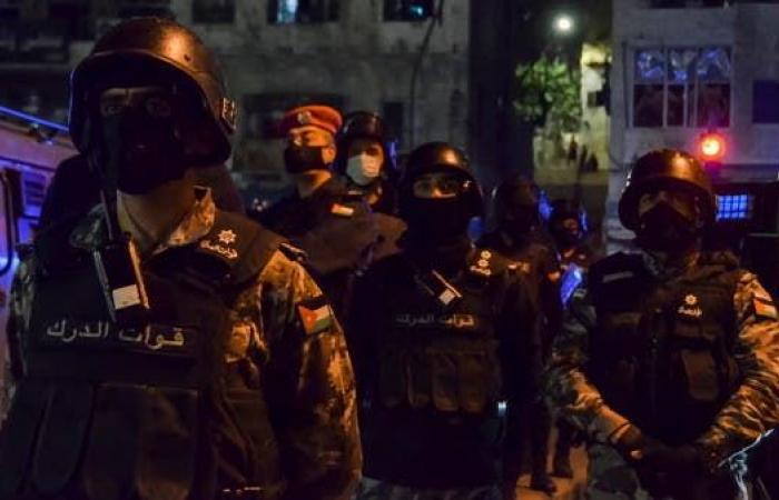 شاهد.. أنصار نائب أردني يطلقون النار على الأمن بعد فصله