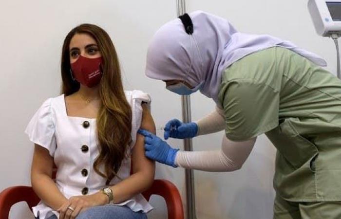 البحرين تتفق على تصنيع اللقاحات الروسية ضد كورونا بالمملكة