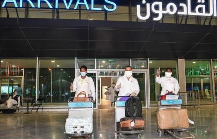 موعد وشروط عودة العمالة الوافدة إلى الكويت