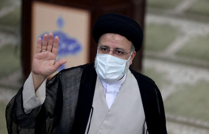 """لابيد يهاجم رئيس إيران الجديد: """"متطرف"""" يدعم طموحات طهران النووية"""