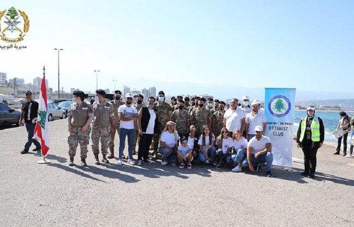 الجيش شارك في حملة تنظيف شاطئ الميناء