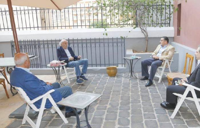 التطورات السياسية بين جنبلاط والسفير المصري
