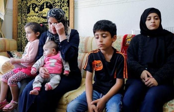 وفاة ناشط فلسطيني معارض للسلطة خلال اعتقاله أمام منزله