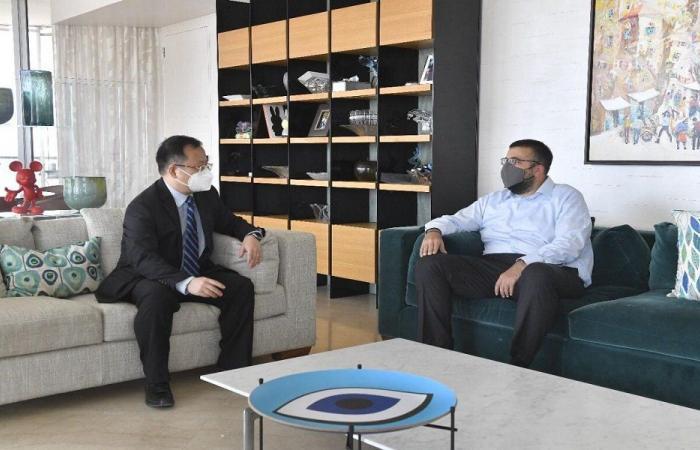 التطورات السياسية بين أحمد الحريري وسفير الصين