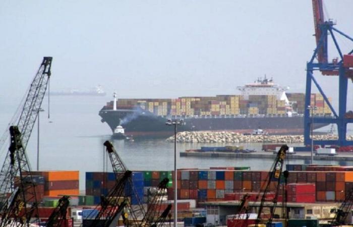 معالجة تسرب غاز داخل سفينة راسية في مرفأ بيروت