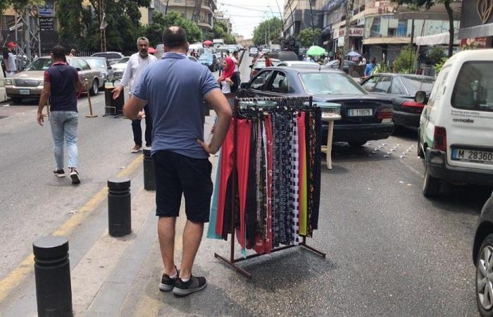 في صيدا… تجار يقطعون الطريق بالبضائع