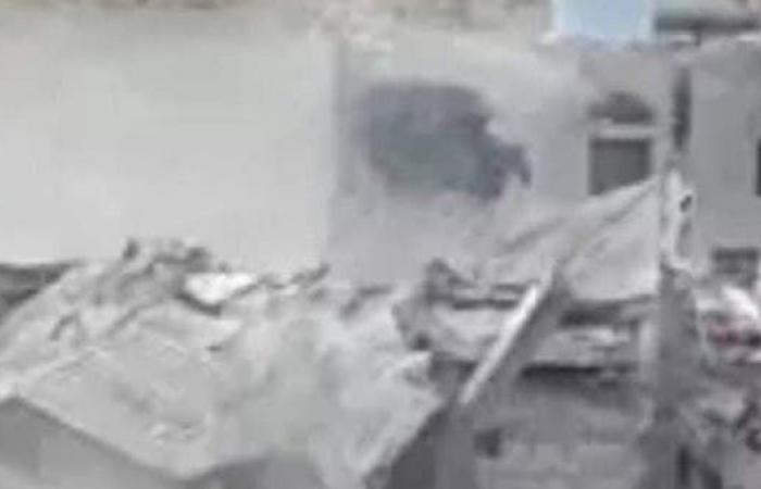 فيديو.. ميليشيا الحوثي تفجّر منزل مواطن وسط اليمن