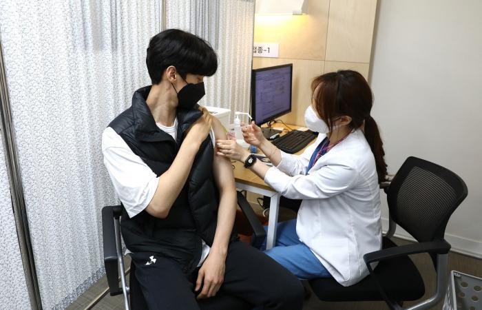 جرعة من أسترازينيكا وأخرى من فايزر ترفعان مستوى المناعة