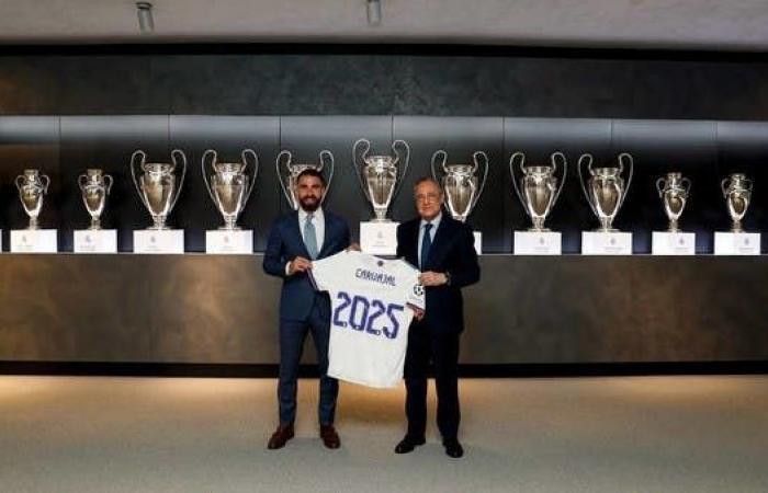 ريال مدريد يمدد عقد كارفخال حتى 2025