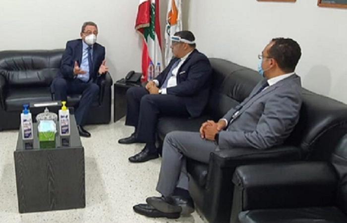 السفير المصري تفقد طرابلس والمستشفى الحكومي