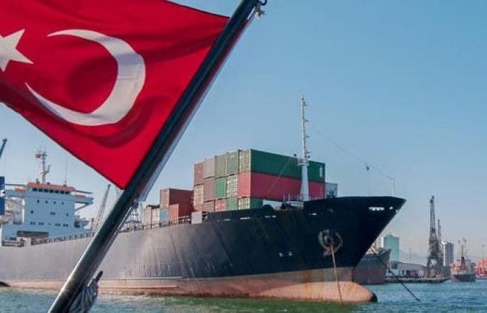 انكماش العجز التجاري لتركيا إلى21 مليار دولار في النصف الأول