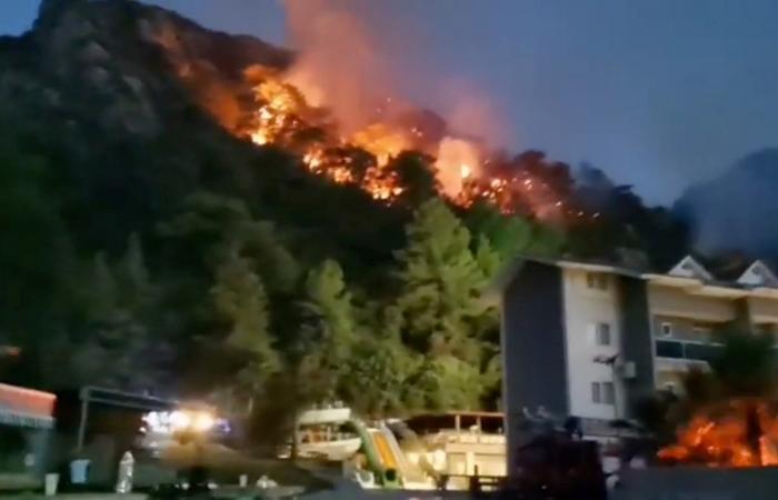 الحرائق مستمرة في تركيا.. وارتفاع عدد القتلى إلى 8