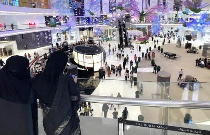 8 وظائف بالمجمعات التجارية في السعودية يُمنع عمل الوافدين بها